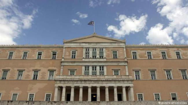 Οι Έλληνες πολιτικοί κλέβουν το κράτος