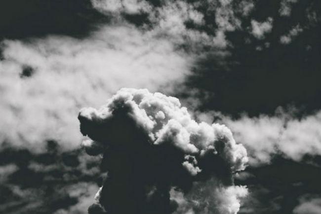 Κάποιοι άνθρωποι μοιάζουν με σύννεφα που «μαυρίζουν» τον ουρανό..και τη ζωή μας! [Quote]