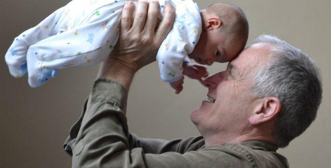 «Του παιδιού μου το παιδί, δυο φορές παιδί μου»: Τι σημαίνει πρακτικά;