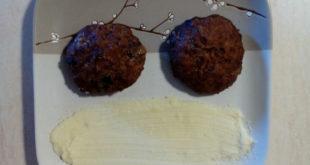 μπιφτέκια βρώμης με πουρέ σελινόριζας-πατάτας