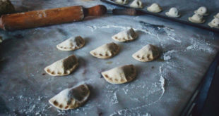 Συνταγή για σπιτικά τυροπιτάκια κουρού