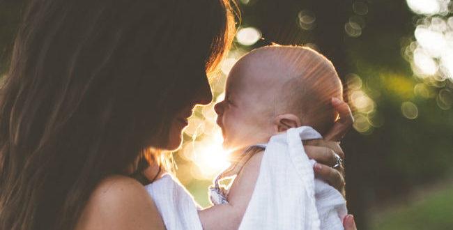 μητέρα και υιοθεσεία
