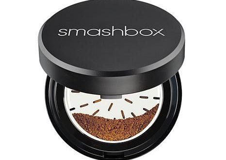 Επαγγελματικά προϊόντα μακιγιάζ στο νεσεσέρ μας, από την Smashbox.