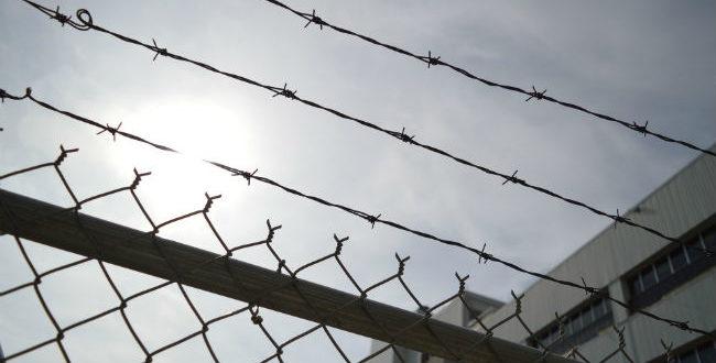Πρώην σωφρονιστικός υπάλληλος ρίχνει φως στα σκοτεινά μυστικά της φυλακής