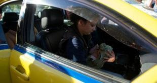 Ταξιτζής βοήθησε γυναίκα να γεννήσει.