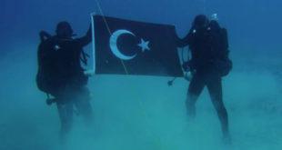 Τουρκική σημαία στον βυθό της Σούδας.