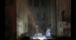 Η Παναγία των Παρισίων μετά την φωτιά.