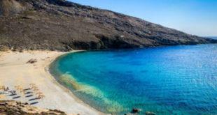 Στη Σέριφο η πρώτη ελληνική παραλία όπου απαγορεύτηκε το κάπνισμα - Θα υπάρχει ειδική ζώνη για καπνιστές