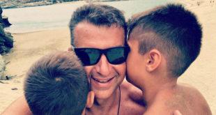 Φαίη Σκορδά – Γιώργος Λιάγκας | Κοινές διακοπές στην Τήνο μαζί με τους γιους τους