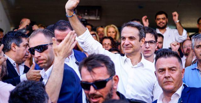 DPA: Οι Έλληνες έδειξαν την πόρτα στον Τσίπρα και άνοιξαν τον δρόμο στον Μητσοτάκη