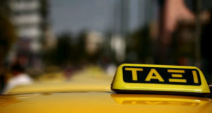 Χειροπέδες σε 11 οδηγούς ταξί για επέμβαση στις ταμειακές μηχανές