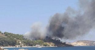 Μεγαλή πυργκαγιά στη Λέρο - Εγκλωβισμένοι άνθρωποι σε παραλία