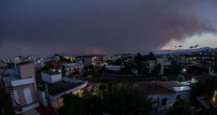 Εύβοια: Η φωτιά καίει δάσος Natura -Συναγερμός σε χωριά