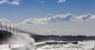 Καιρός: Άνεμοι έως 8 μποφόρ και υψηλές θερμοκρασίες την Παρασκευή