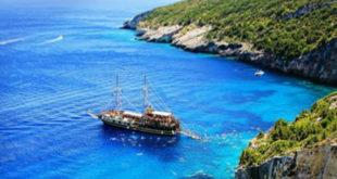 Μην αφήνεις το καράβι της ζωής να περιμένει, ταξίδεψε στο άγνωστο με βάρκα την ελπίδα