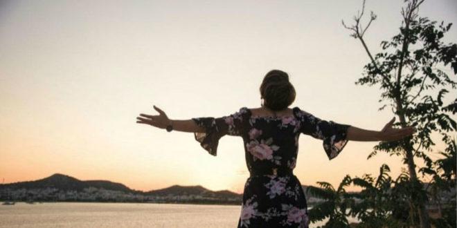 Η Θεώνη Καράμπαλη εξηγεί πώς η Μέθοδος Θήτα μπορεί να αλλάξει τη ζωή μας