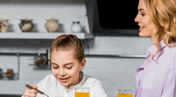 Φαγητό και παιδιά: 5 λάθος φράσεις σχετικές με το φαγητό που λες στο παιδί