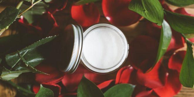 Φτιάξτε μόνες σας ξεβαφτικό balm με 3 υλικά για υγιές και βαθιά ενυδατωμένο δέρμα