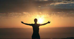 10 φράσεις γεμάτες αισιοδοξία που θα σου φτιάξουν τη μέρα