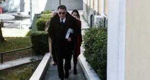 Ο Αλέξης Κούγιας παρέλαβε σήμερα τη δικογραφία από την ανακρίτρια. «Δικογραφία τηλεγράφημα» Κατά την αποχώρησή του από τα δικαστήρια δήλωσε ότι : «Παρέλαβα τα αντίγραφα της δικογραφίας και ήδη έχω