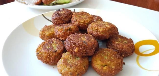 Ρεβυθοκεφτέδες: Εύκολη και νόστιμη συνταγή [Βίντεο]