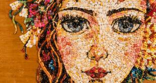 Ελένη ΙωαννίδουQ Δημιουργεί ψηφιδωτά με ληγμένα χάπια